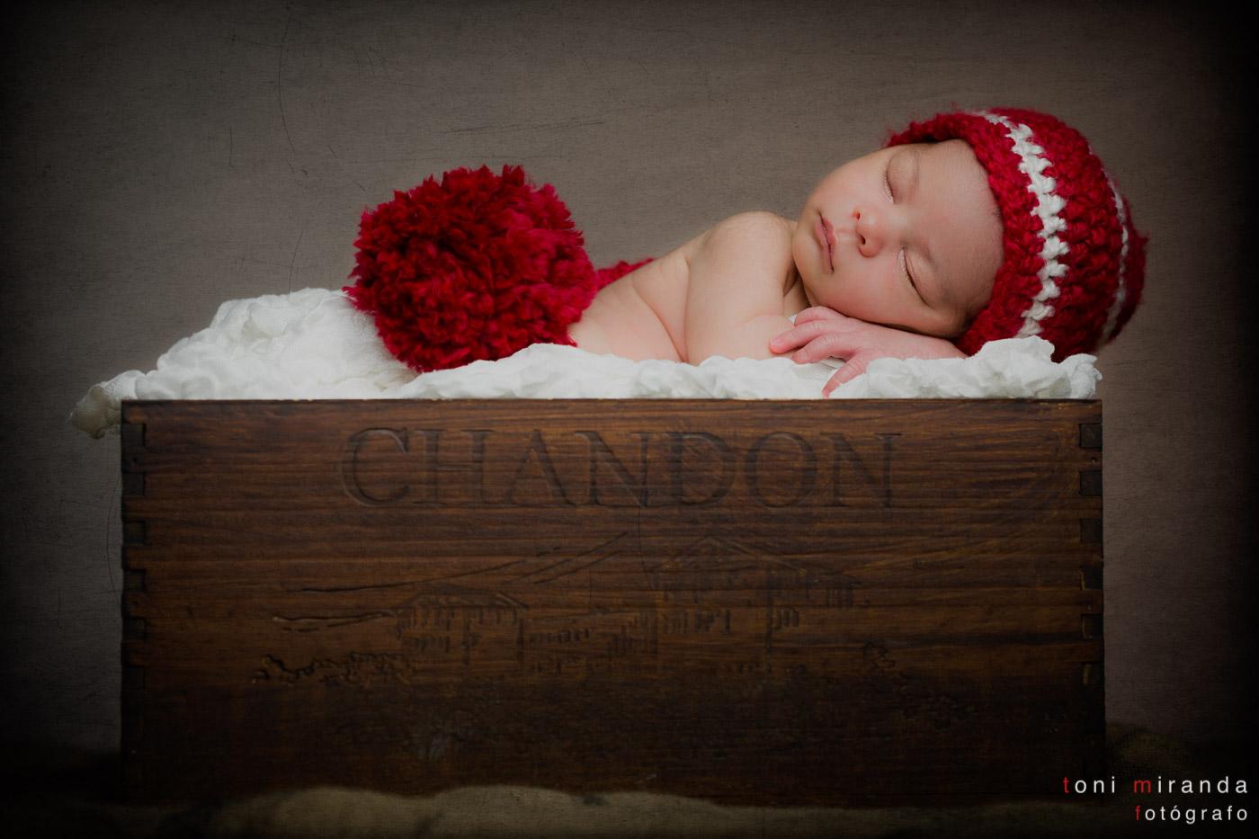 bebe recién nacido en caja