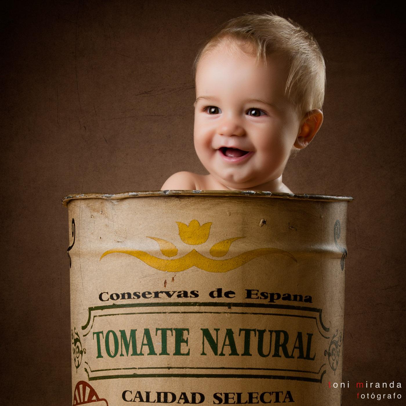 bebe de 10 meses en bote de tomate natural