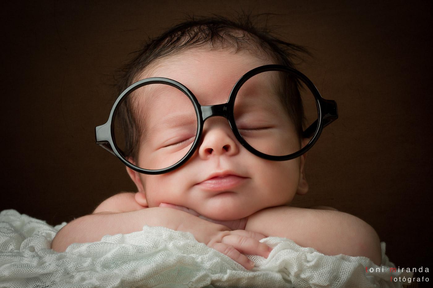 recién nacido en alcoy gracioso con gafas