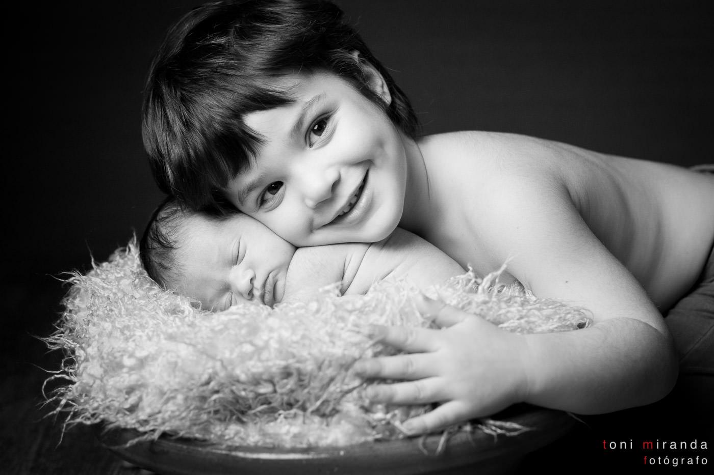 recién nacida con hermano