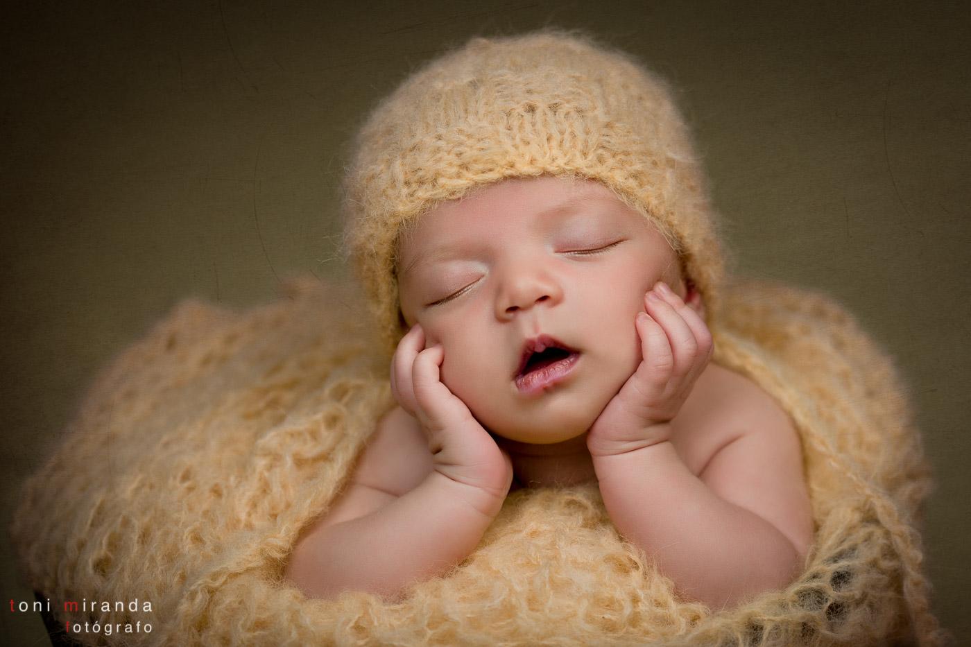 recien nacida fotografiada en estudio de Alcoy