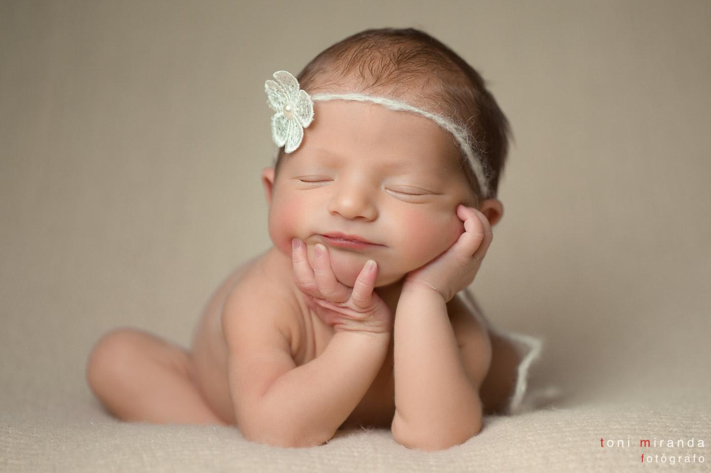 bebe-newborn-riendo