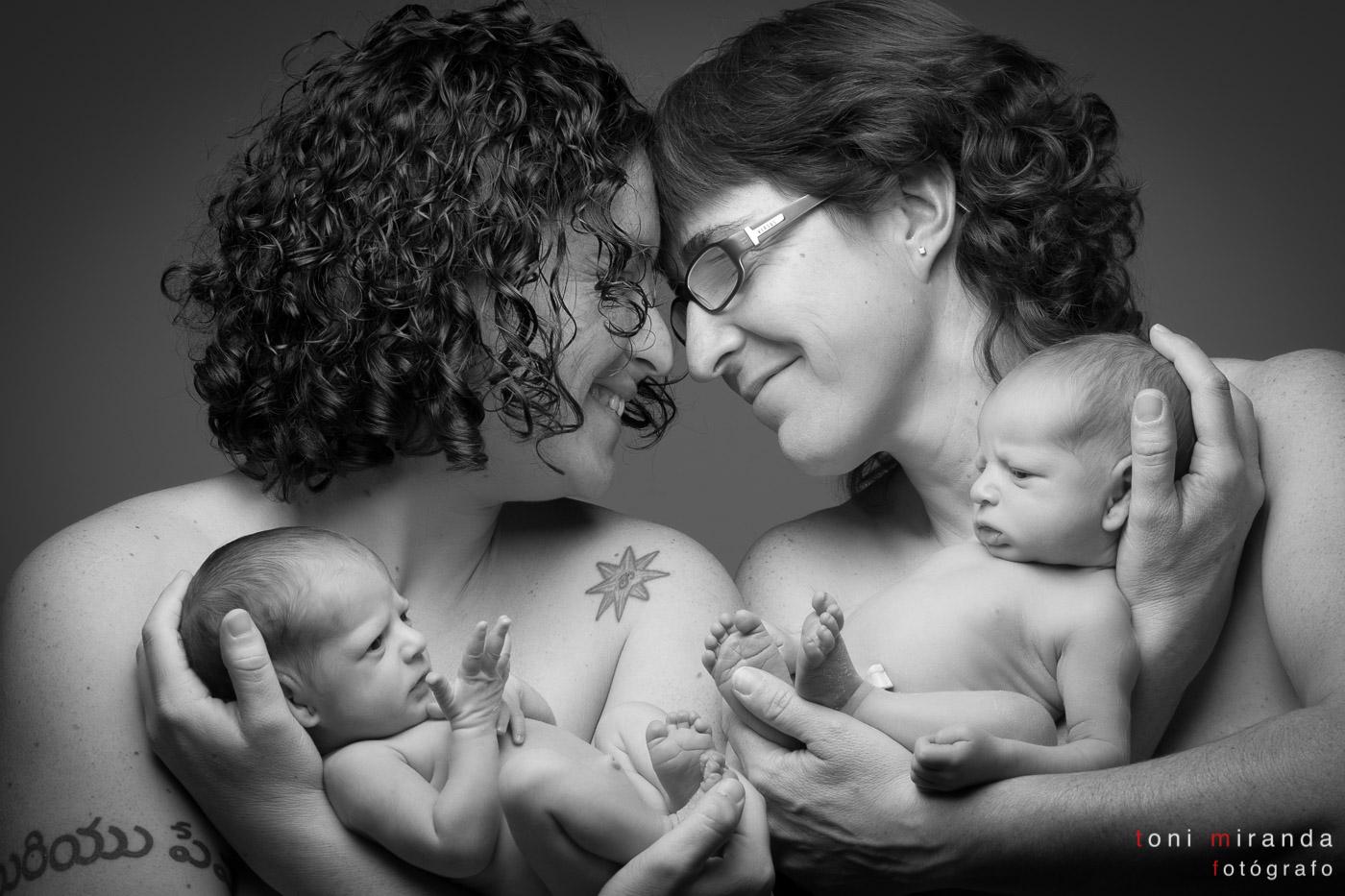 madres con preciosos mellizos