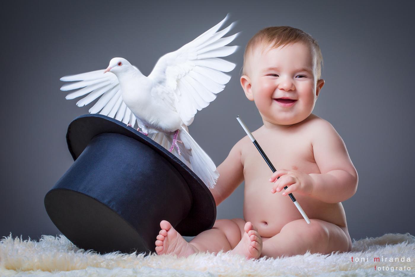 bebe mago y paloma saliendo de chistera