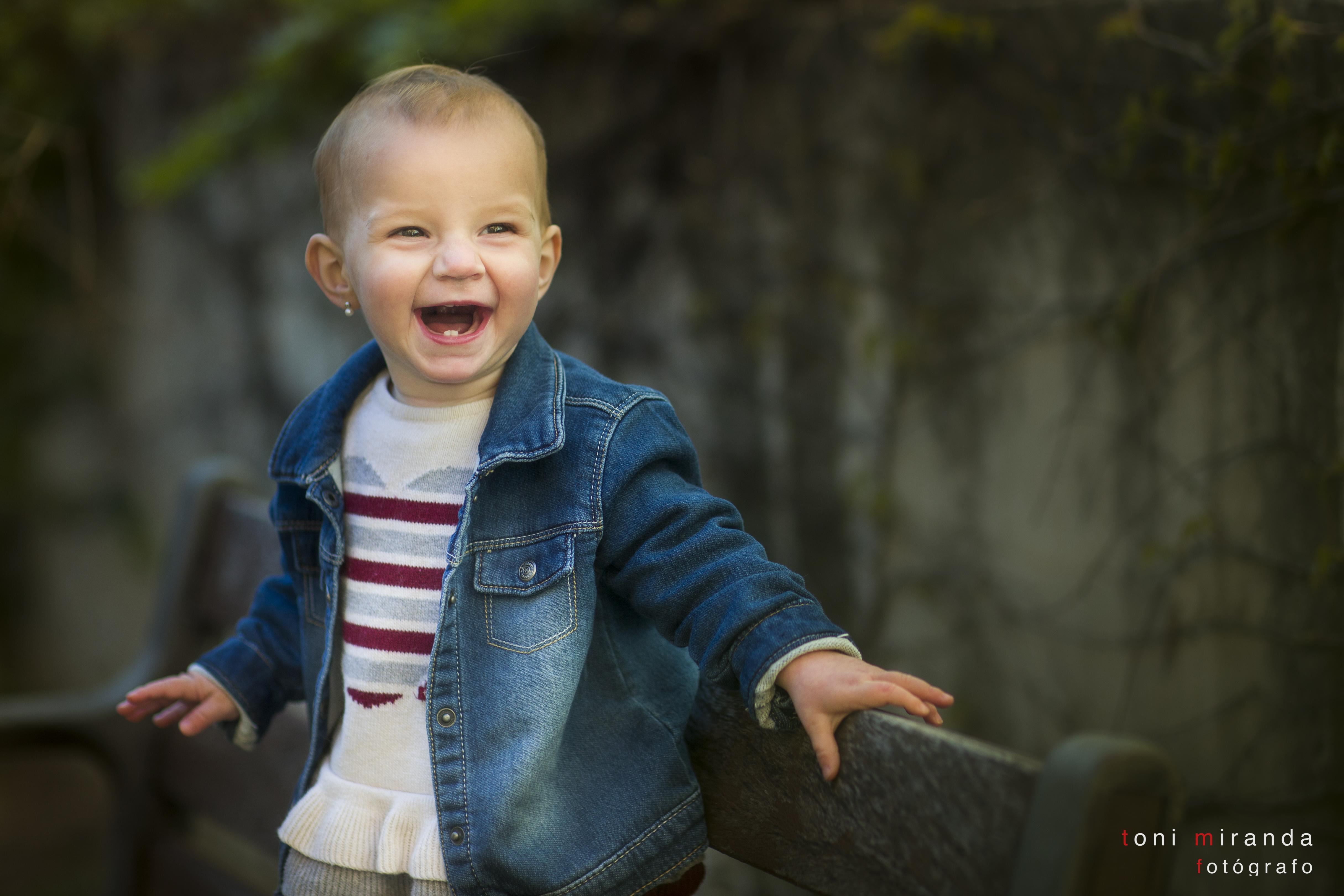 fotografia de bebe en exteriores con luz natural