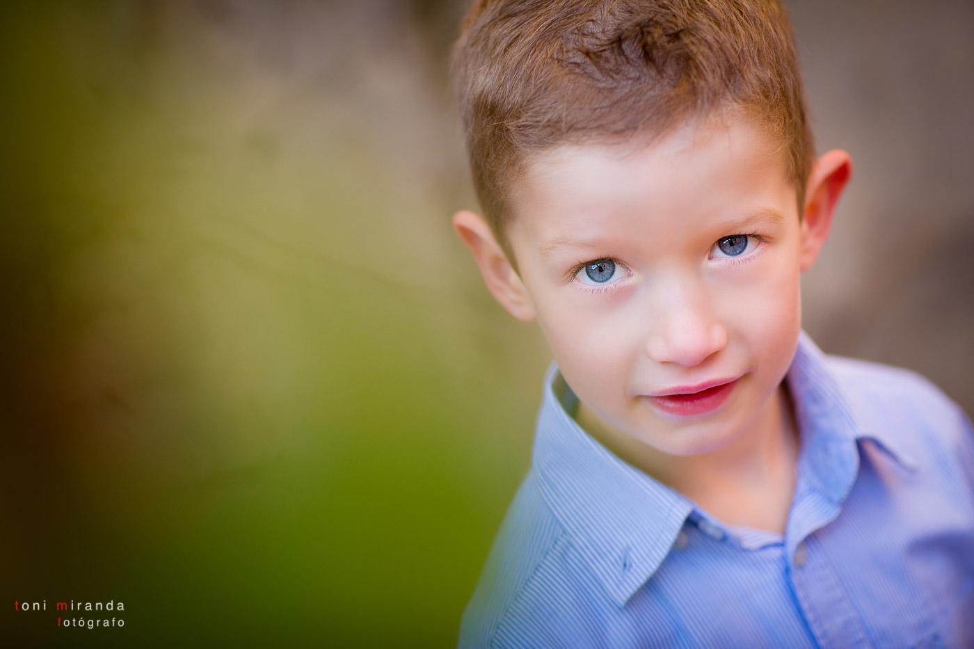 retrato niño 5 años ojos azules