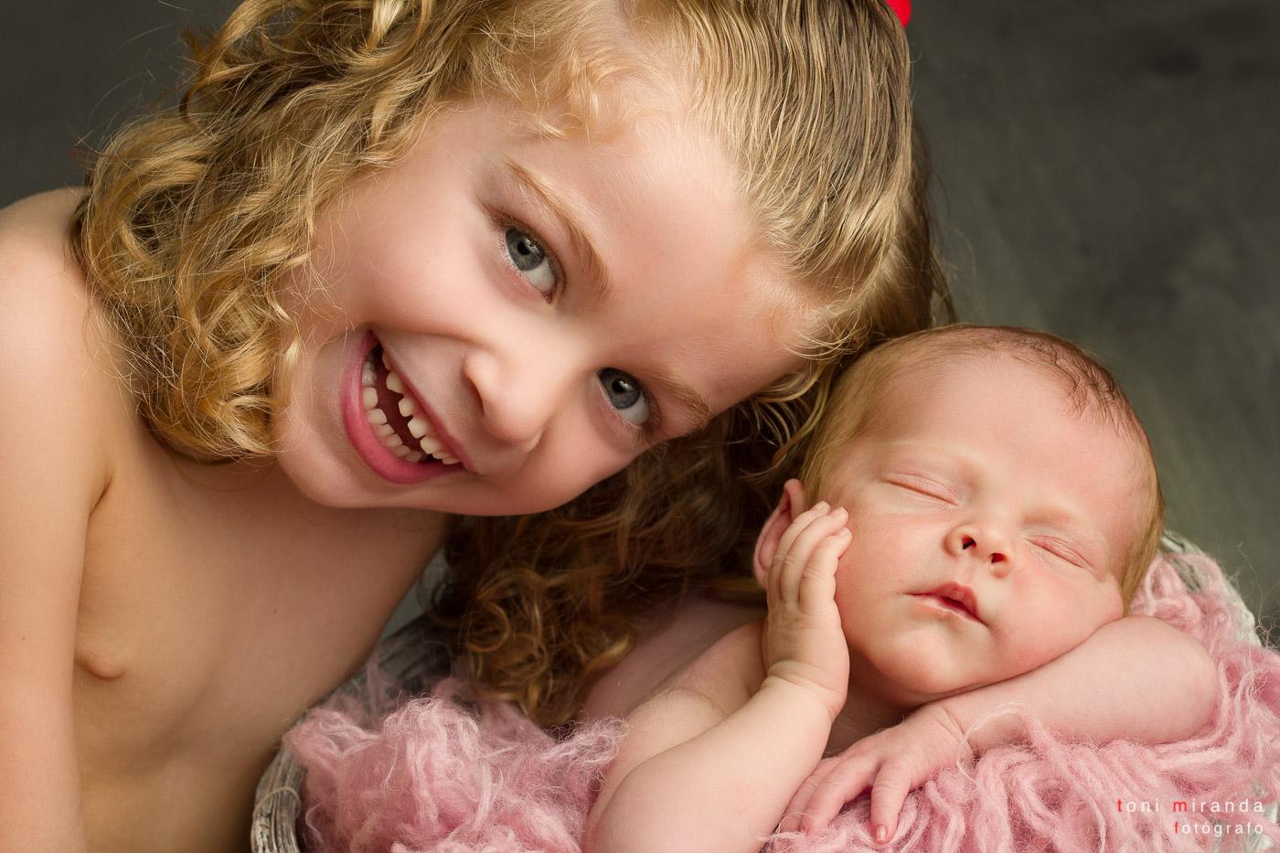 bebe recien nacido con hermana