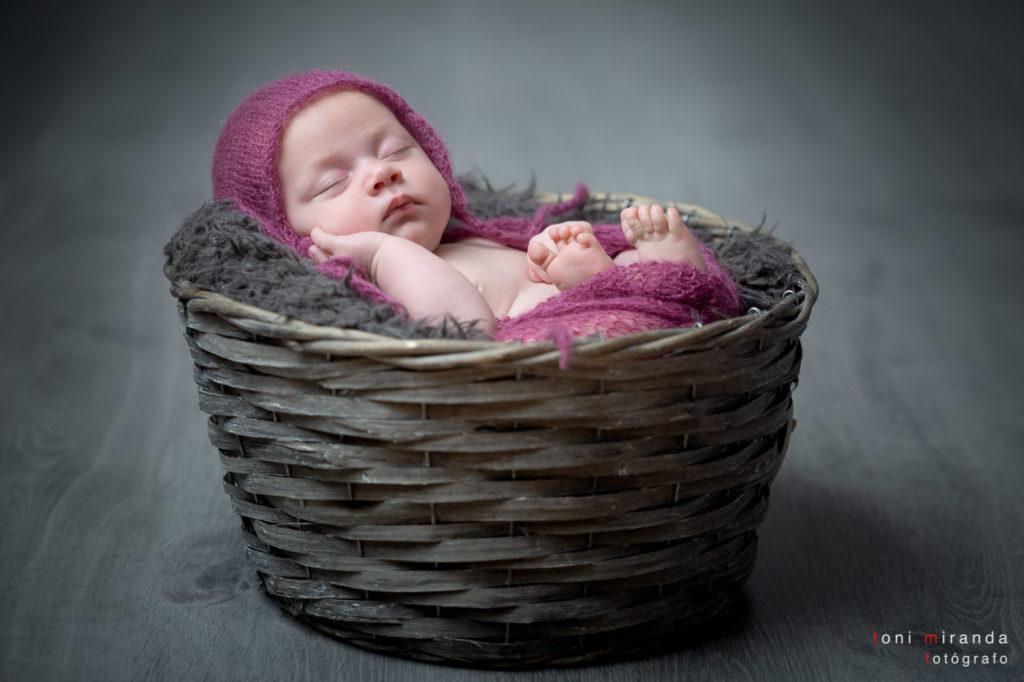 Fotografía de recien nacida durmiendo en Alcoy