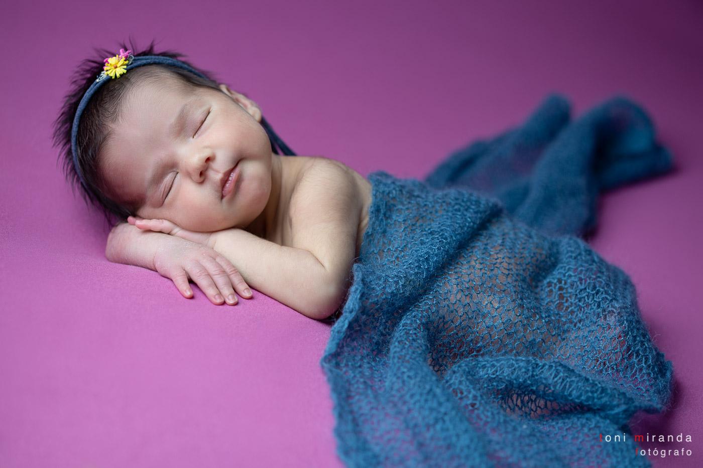 Recien nacida con diadema y manta