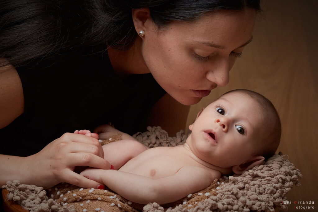 mama con bebe despierto