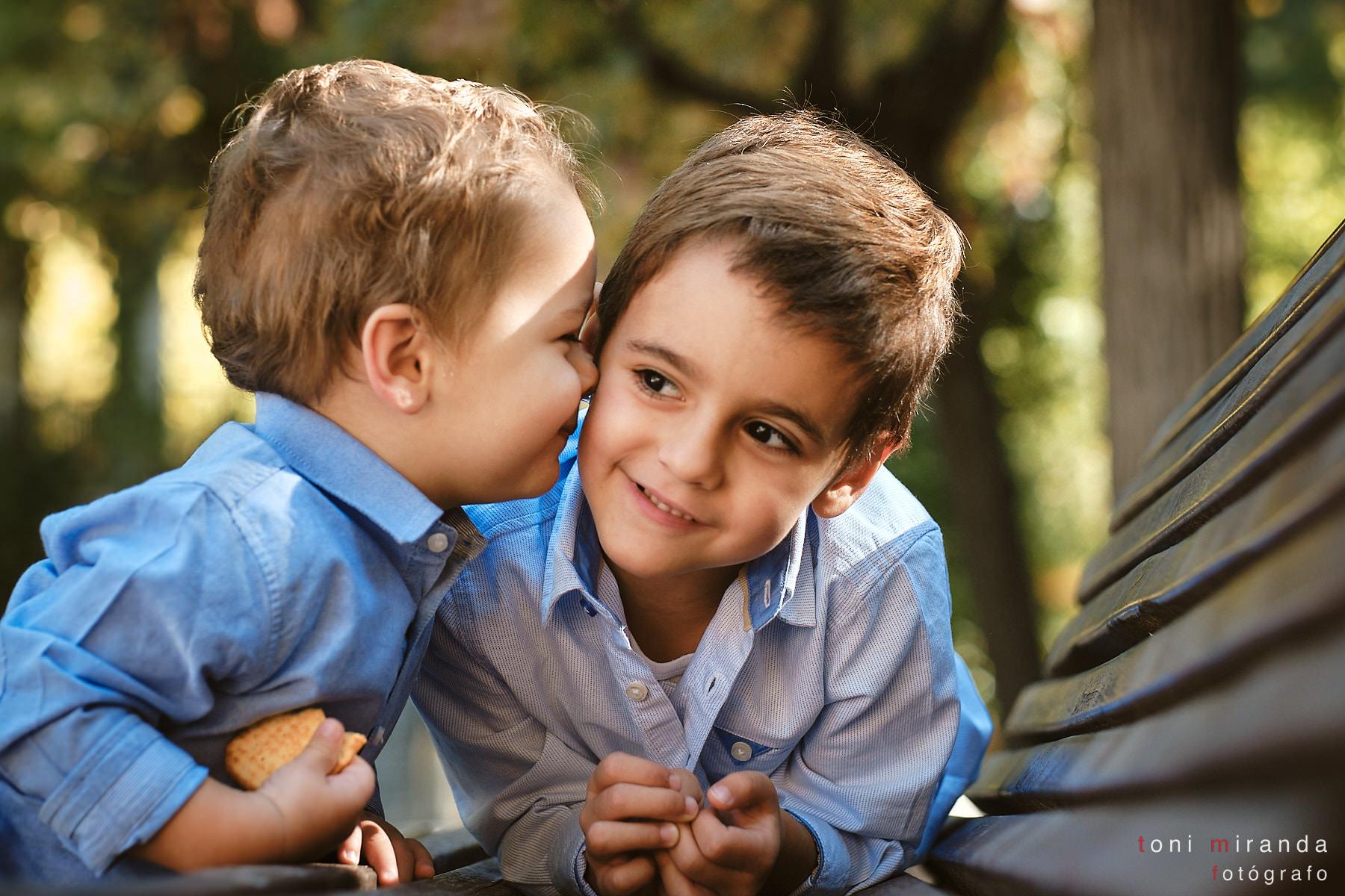 hermanos en el parque