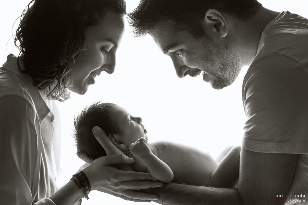 foto familiar con bebe recien nacido