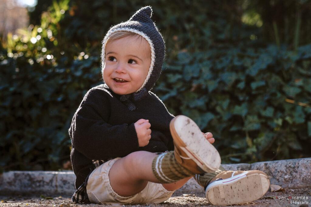 bebe feliz en parque de la glorieta