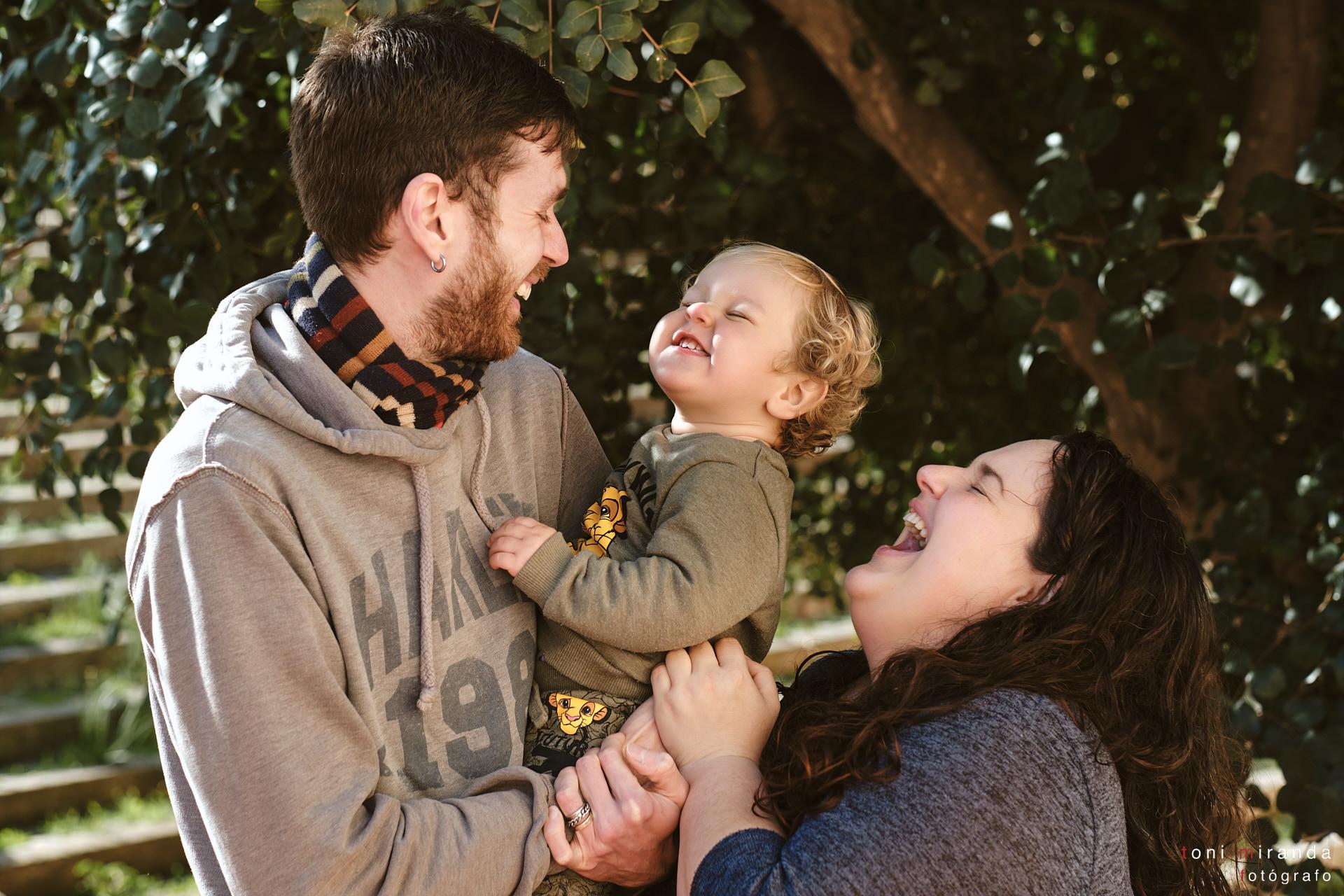 fotografia de familia en sesion exterior alcoy