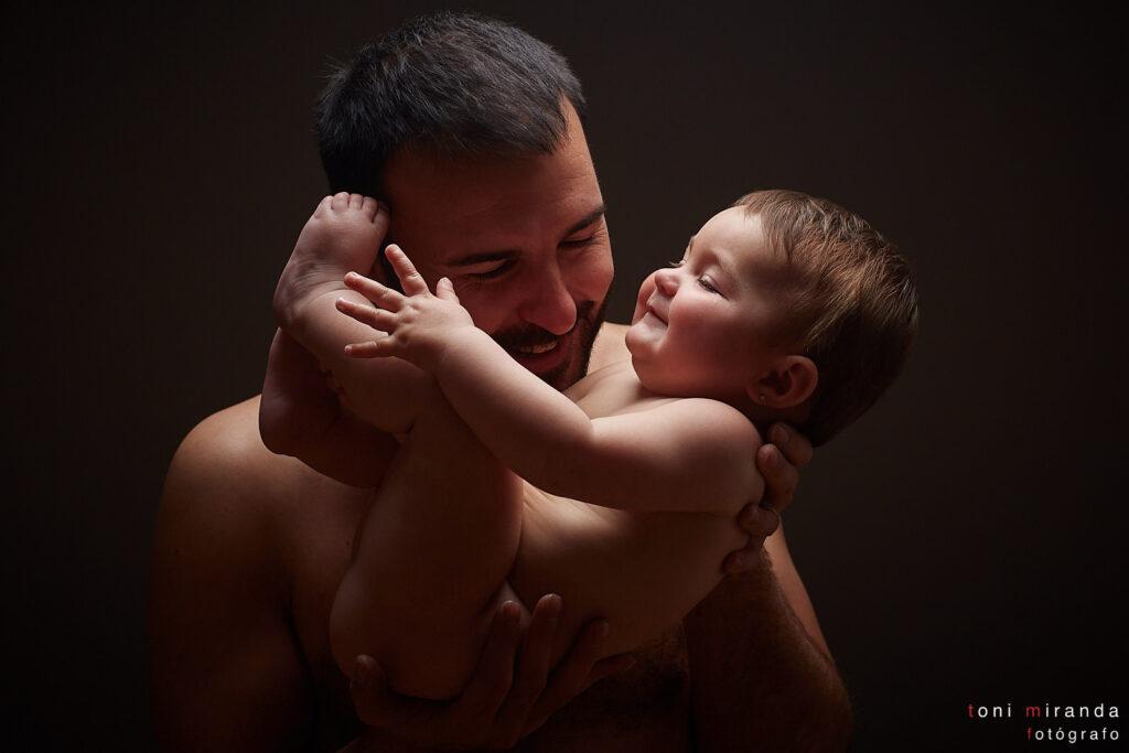 mama y bebe felices en sesion fotografica