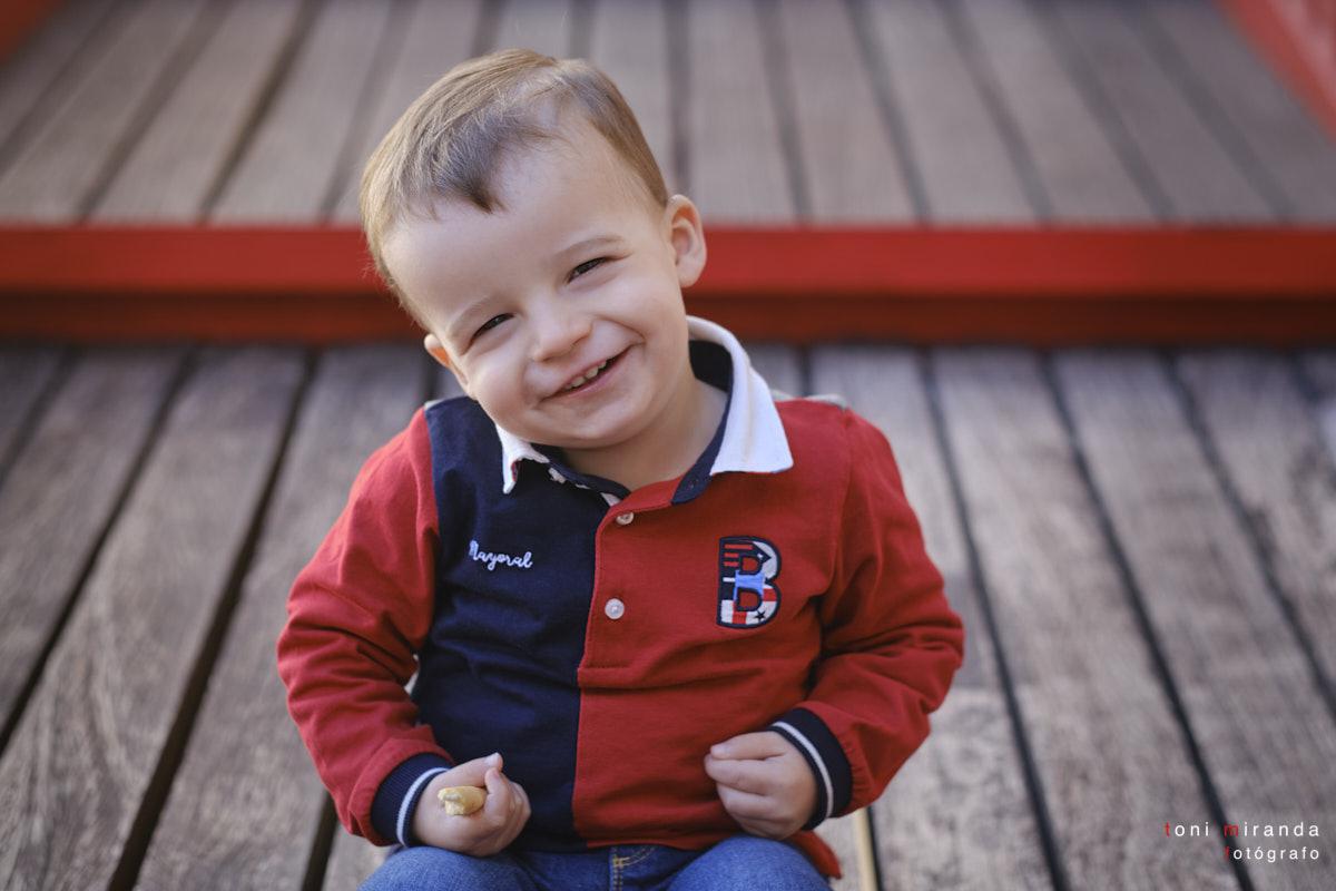 La sonrisa de Carlos en su sesión fotográfica profesional en exteriores en Alcoy